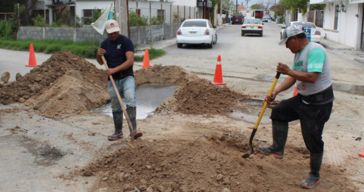 Rehabilita COMAPA colector en la colonia García Rojas