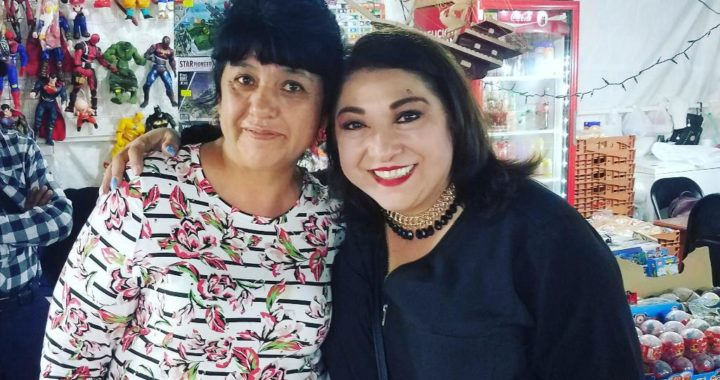 Convive Adriana Lozano con ciudadanos en la plaza principal de Matamoros