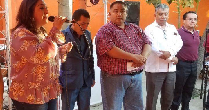 Disfruta Adriana Lozano de posada navideña con mineros de Matamoros
