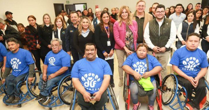 El sistema DIF Reynosa entrega sillas de ruedas al equipo Aguilas Blancas