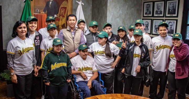 """Brinda Mario López apoyo de su gobierno a jóvenes con capacidades especiales que integran equipo """"Challenger"""""""
