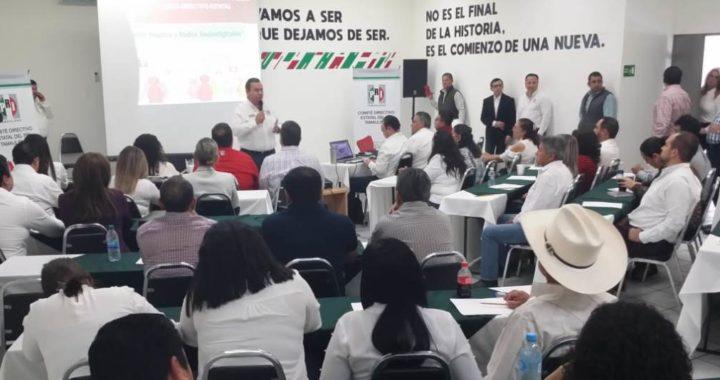 Capacitan en temas de comunicación política y redes sociales a regidores del PRI