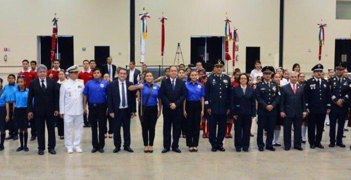 SET rinde homenaje a la Bandera Mexicana