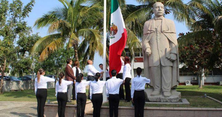 Realiza UAT en Tampico ceremonia del Día de la Bandera