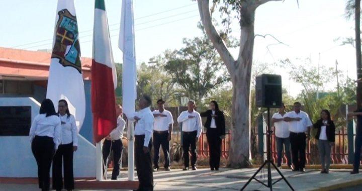 Rinde UAT en el Campus Victoria homenaje a la Bandera